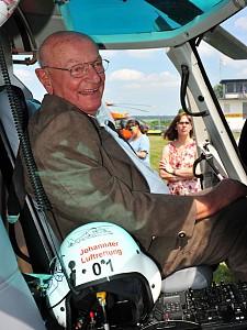 Ehrung von Hans-Werner Feder zu 50 Jahren Luftrettung in Deutschland